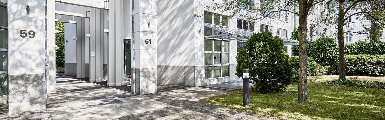 Suedstadt-Orthopaeden-Praxisgebauede--außen-Sliderbild1